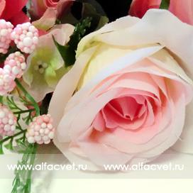 букет роз с добавкой фиалка цвета малиновый 11