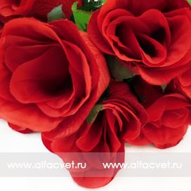 букет роз с крупными листьями цвета красный 4