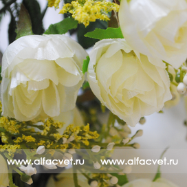 роза маленькая цвета белый 6