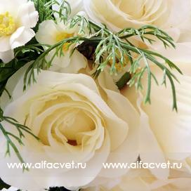 букет роз с добавкой цвета белый 6
