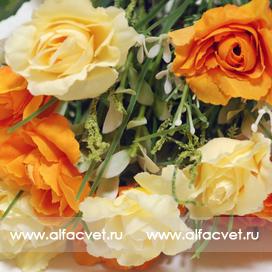 букет роз с добавкой осока цвета оранжевый с белым 16