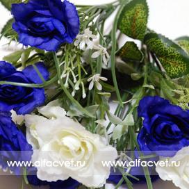букет роз с добавкой осока цвета синий с белым 58